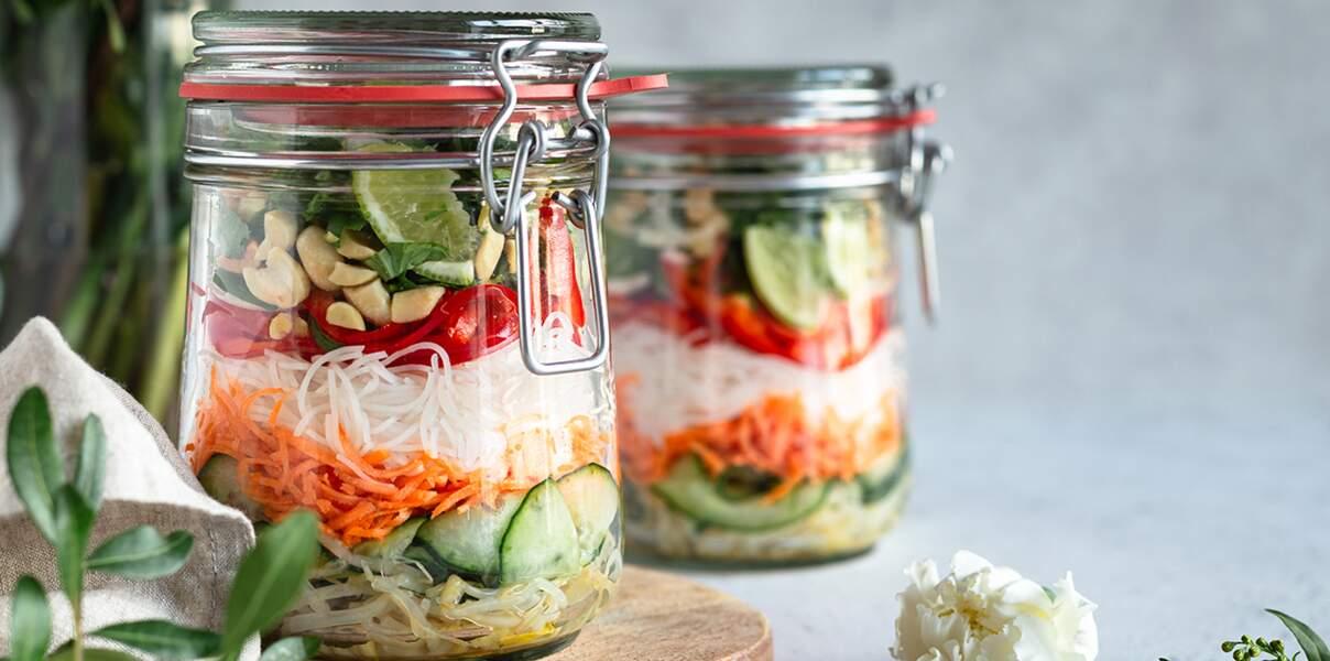 Salade de vermicelles de riz à la sauce miel-gingembre-cacahuète
