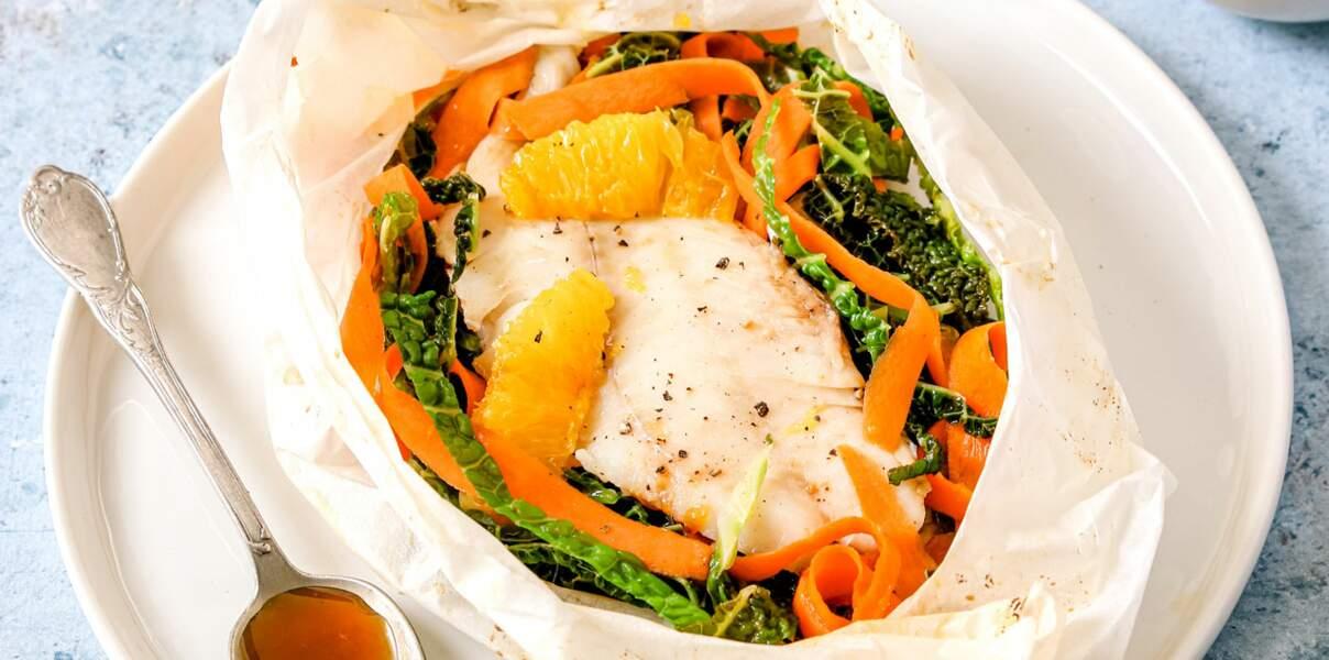 Papillotes de tacaud,  chou, carottes, sauce à l'orange