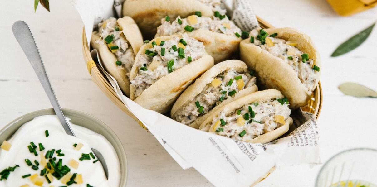 Mini-pitas aux rillettes de sardines, citron confit et fromage frais