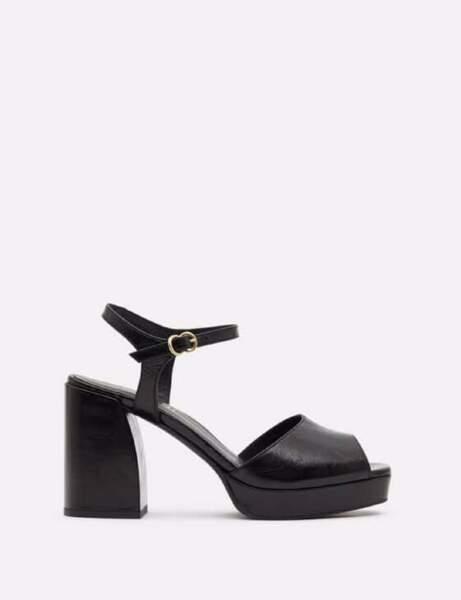 Chaussures tendance : les sandales à bout carré