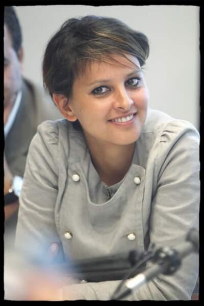En septembre 2009, Najat Vallaud-Belkacem à la conférence de presse sur la taxe carbone donnée par Ségolène Royal, à l'Assemblée nationale.