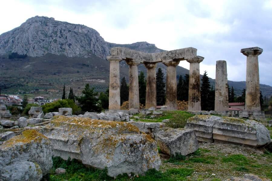 Le temple d'Apollon à Corinthe