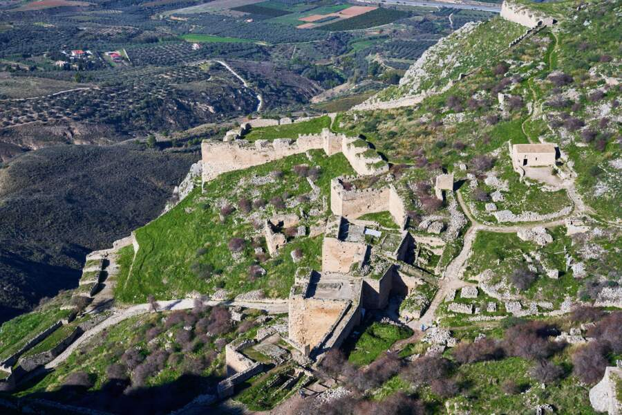 Point de vue sur l'Acrocorinthe, la citadelle de l'antique Corinthe