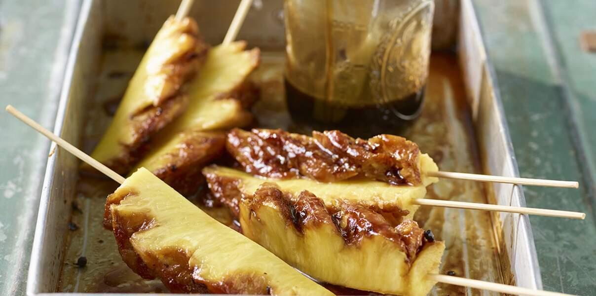 Ananas rôti au caramel, rhum, poivre noir et vanille