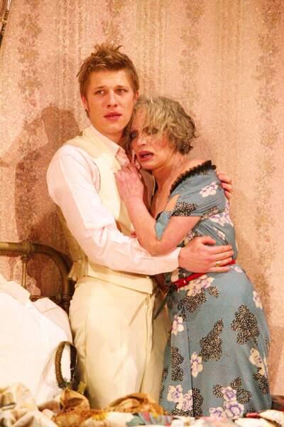 """En parallèle, il devient comédien. Il joue dans des séries télé et dans plusieurs pièces de théâtre, comme """"Jésus la caille"""" aux côtés de Marie Laforêt, en 2004."""