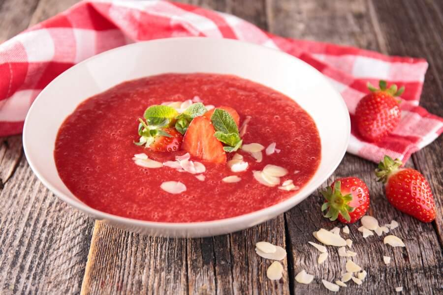 La super recette de soupe aux fraises de Cyril Lignac