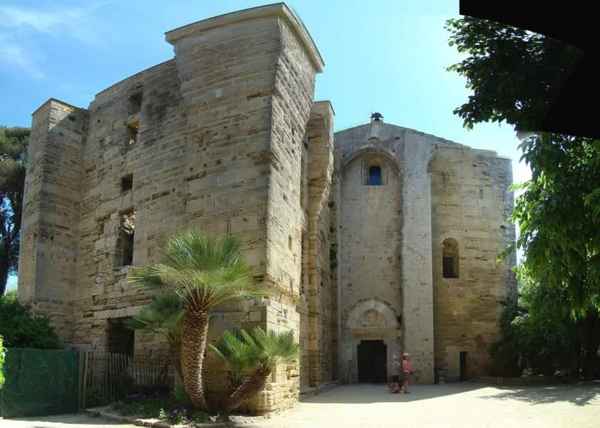 La cathédrale romane Saint-Pierre-et-Saint-Paul de Maguelone édifiée au XIIe siècle