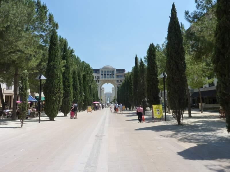 Place du Millénaire, dans le quartier Antigone