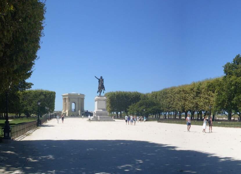 L'esplanade du Peyrou, devant l'arc de Triomphe et la statue de Louis XIV
