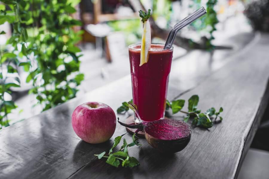 Jus détox spécial matin à la betterave, pomme, gingembre et cannelle