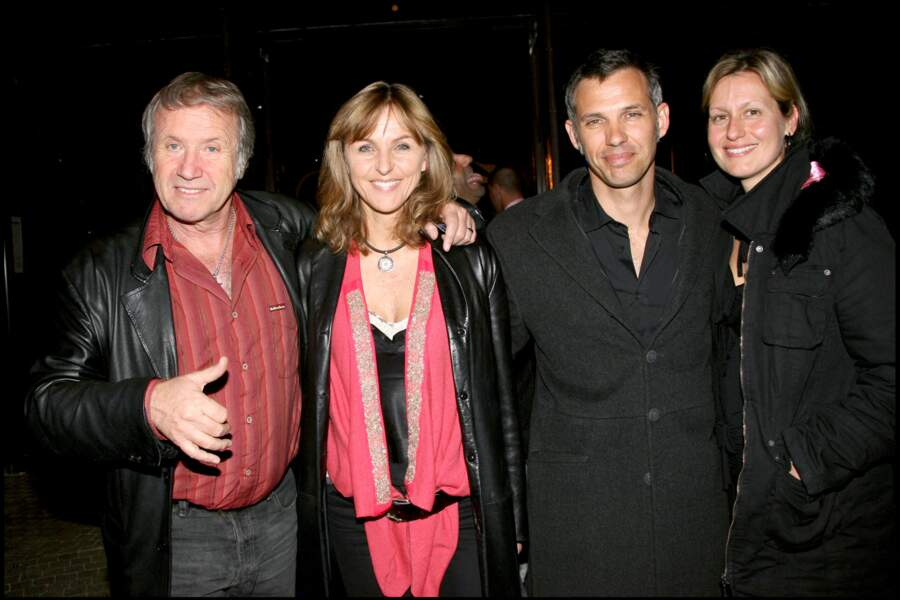 Yves Rénier et sa femme Karin, en compagnie de leurs amis Paul et Luana Belmondo, à la soirée d'inauguration de la réouverture de la salle Bobino, à Paris, le 26 mars 2007.
