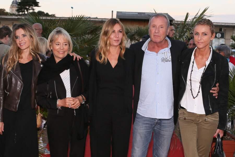 Samantha Rénier, Martine Monteil, Mathilde Segnier, Yves Rénier et sa femme Karin Rénier, à la cérémonie de clôture du 17ème festival de fiction TV de La Rochelle, le 12 septembre 2015.