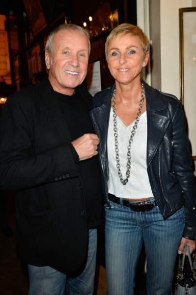 """Yves Rénier et sa femme Karin à la générale de la pièce """"Ramsès II"""", au théâtre des Bouffes-Parisiens, à Paris, le 23 octobre 2017."""