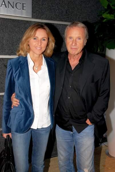Yves Rénier et sa femme Karin, lors de la conférence de presse de TF1, de la rentrée 2009-2010, le 16 septembre 2009.