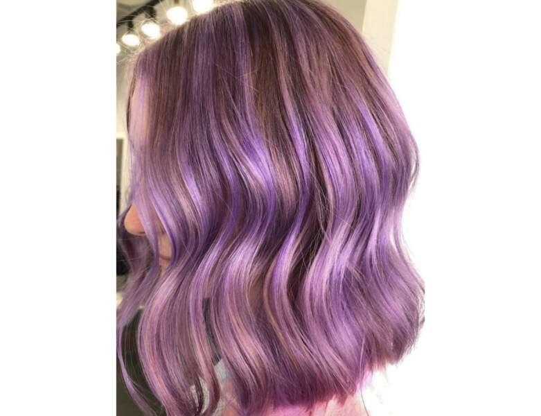 Cheveux violets rosés