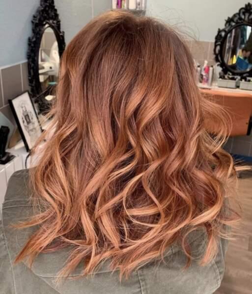 Wavy hair cuivre