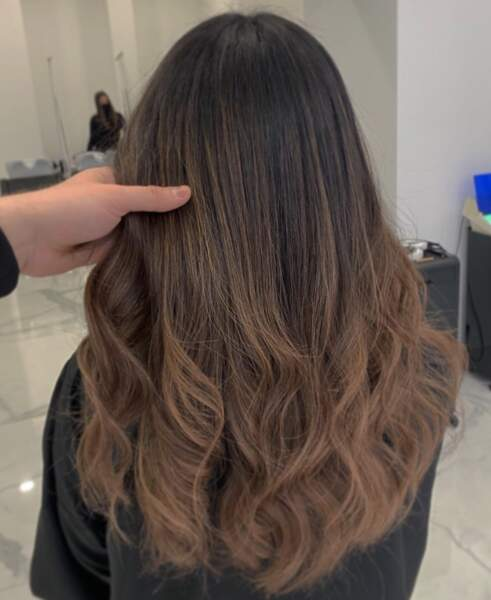 Wavy hair brun