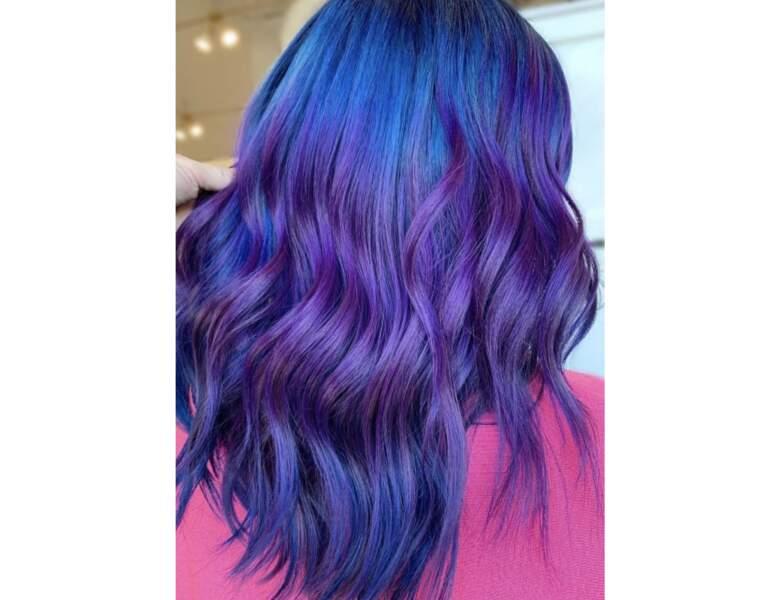 Cheveux violets et bleus