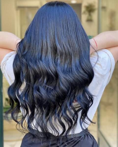 Wavy hair noir