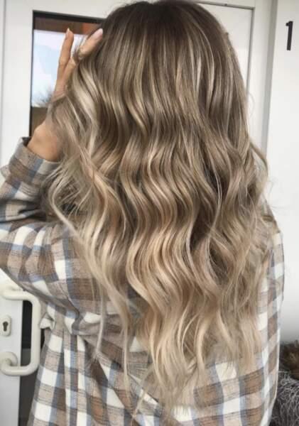 Wavy hair bronde