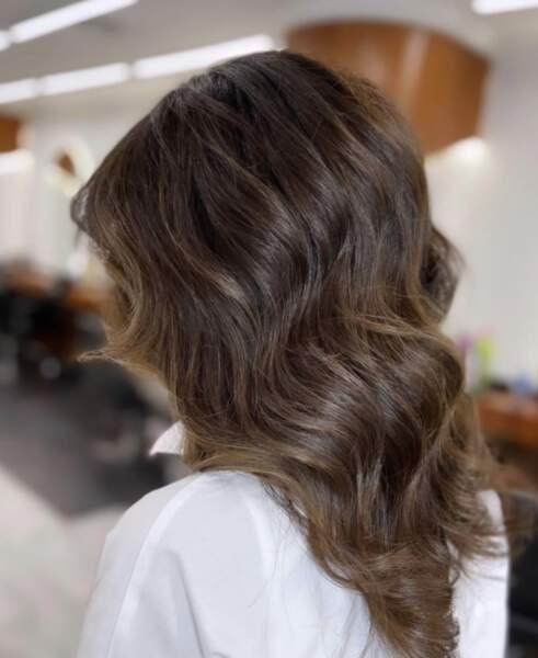 Wavy hair marron