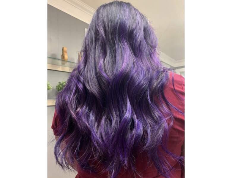 Cheveux violets méchés