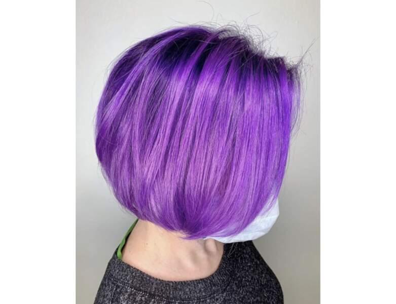 Cheveux violets électriques