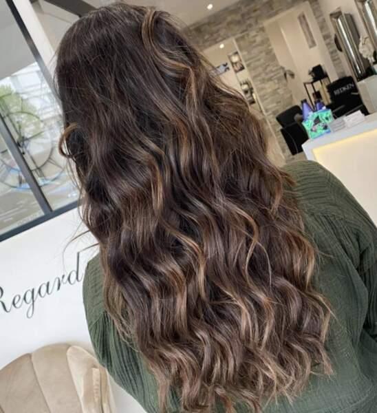 Wavy hair brun lumineux