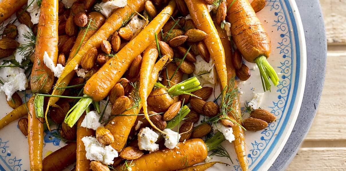 Carottes fanes rôties au fromage de chèvre et aux amandes fumées