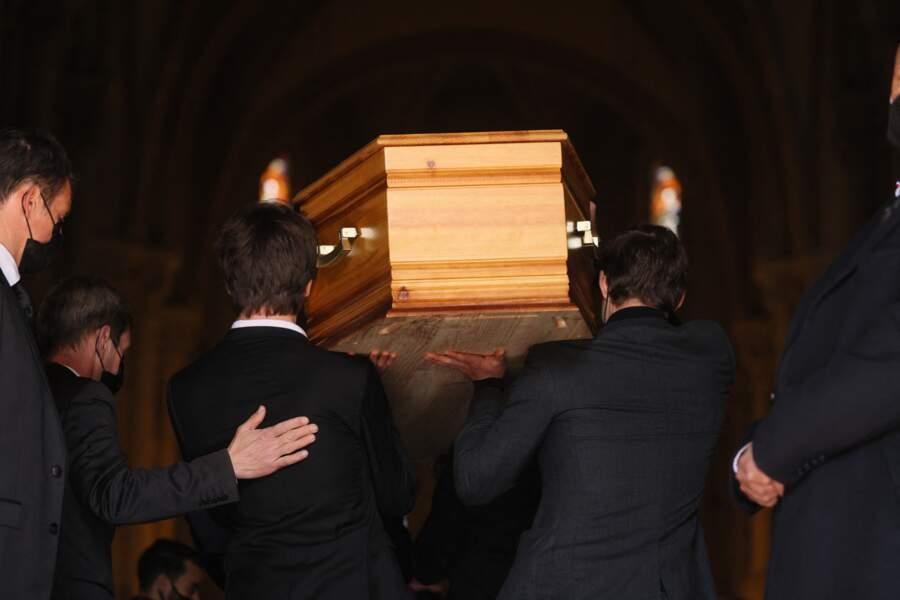 Jules et Oscar Rénier portent le cercueil de leur père