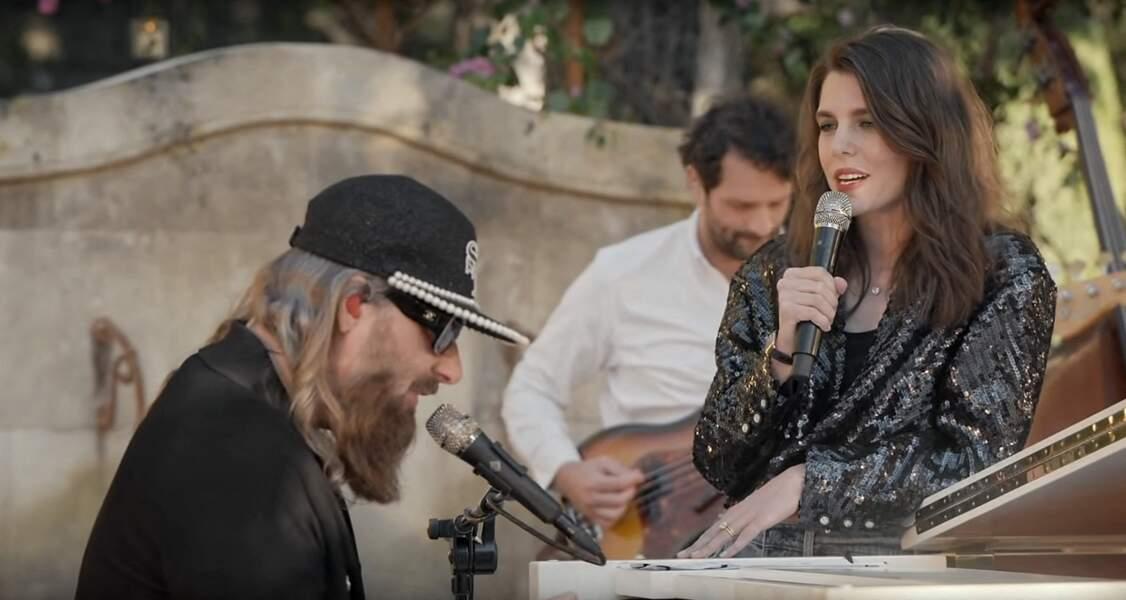 Charlotte Casiraghi, éblouissante lors de son apparition sur scène au défilé Chanel