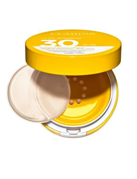Une crème solaire visage compact