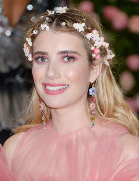 Des fleurs bohème comme Emma Roberts