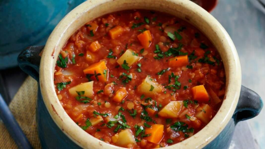 Soupe de lentilles, tomates et légumes racines