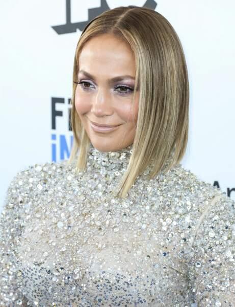 Le carré long ultra lisse de Jennifer Lopez