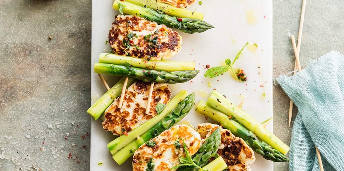 Brochettes de poulet et asperges vertes