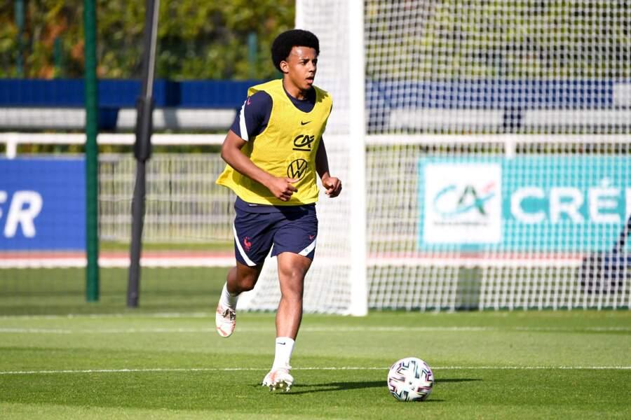Jules Koundé, 22 ans, le défenseur central du Seville FC, semble être célibataire. C'est sa première sélection dans l'équipe tricolore.