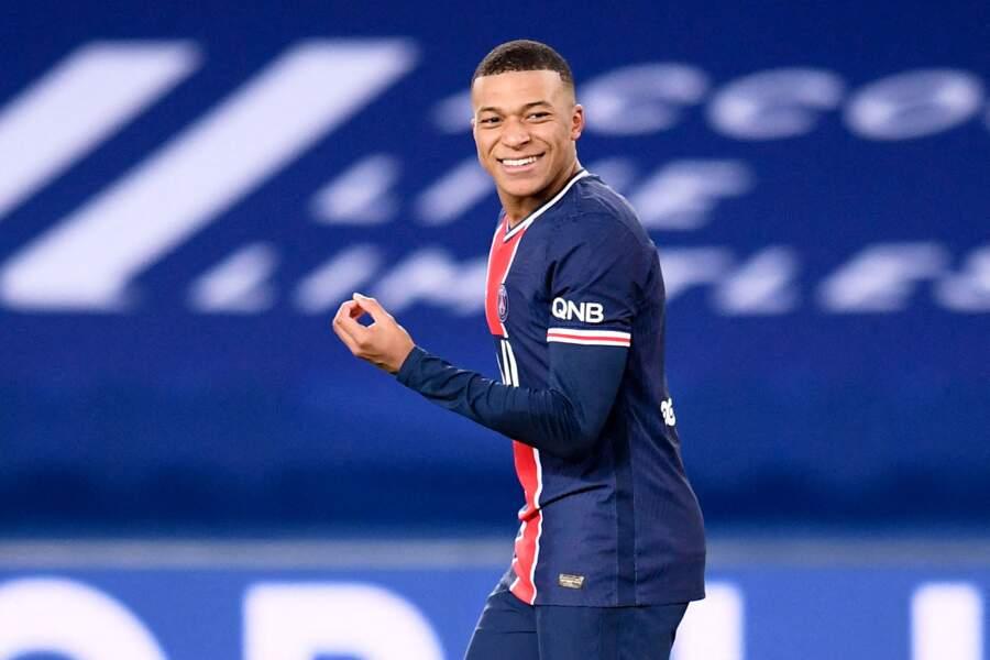 Kylian Mbappé, 22 ans, le jeune attaquant du PSG, est certainement le célibataire le plus convoité de l'équipe de France. Sa moindre apparition aux côtés d'une jeune femme, mannequin ou Miss, lance les rumeurs les plus folles.