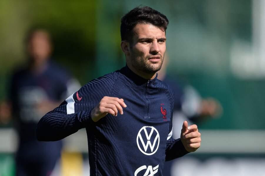 Léo Dubois, le défenseur de l'Olympique lyonnais de 26 ans, semble lui aussi célibataire.