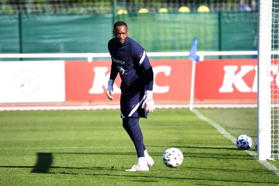 Steve Mandanda, le gardien de but de l'Olympique de Marseille, est très discret sur sa vie privée.