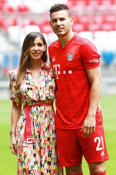 Le footballeur est en couple avec Amelia Ossa Llorente. Ils ont un fils, prénommé Martin, né le 1er août 2018.