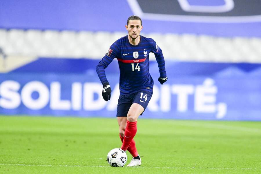 Adrien Rabiot, 26 ans, le milieu de terrain à la Juventus de Turin, semble faire partie des Bleus célibataires.