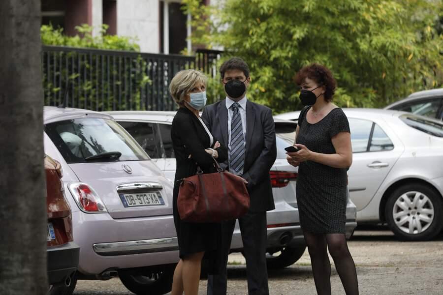 Evelyne Dhéliat arrive aux obsèques de la journaliste Jacqueline Caurat