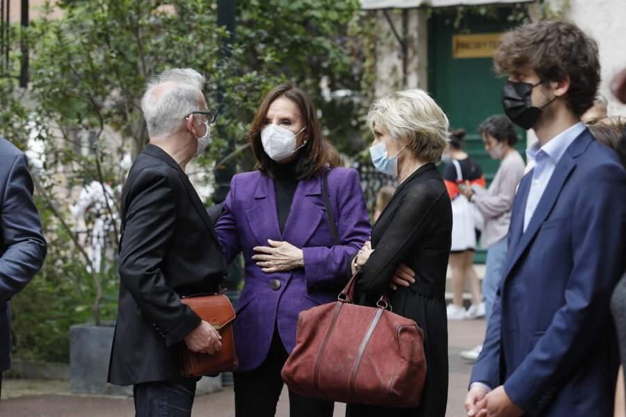 Denise Fabre et Evelyne Dhéliat à la sortie des obsèques de la journaliste Jacqueline Caurat