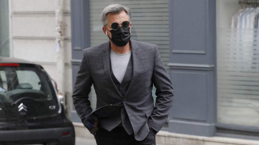 Olivier Minne arrive aux obsèques de la journaliste Jacqueline Caurat