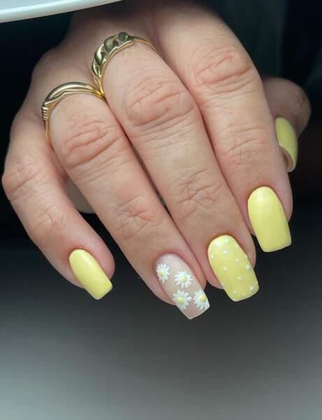 Un nail art fleuri