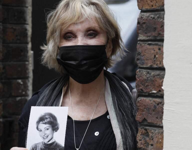 Sophie Darel à la sortie des obsèques de la journaliste Jacqueline Caurat