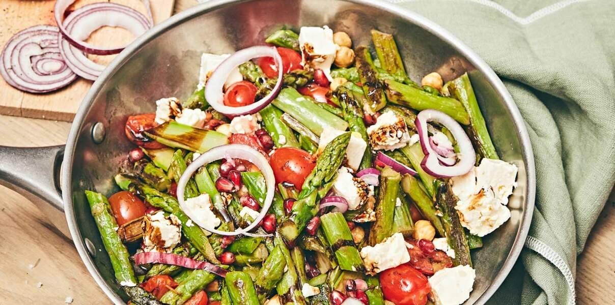 Asperges poêlées en salade, tomates cerise et feta