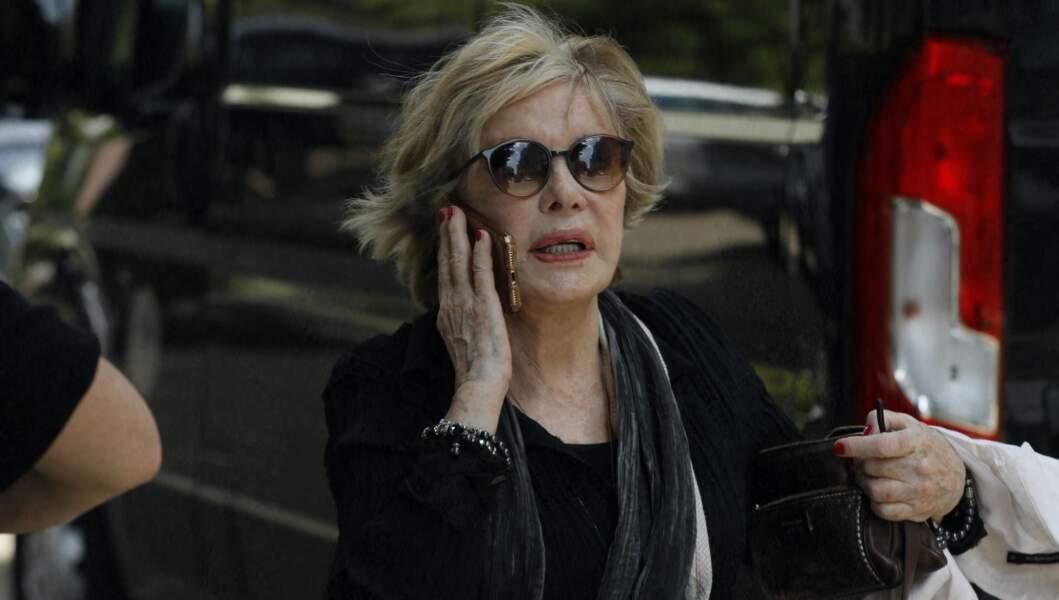 Sophie Darel arrive aux obsèques de la journaliste Jacqueline Caurat