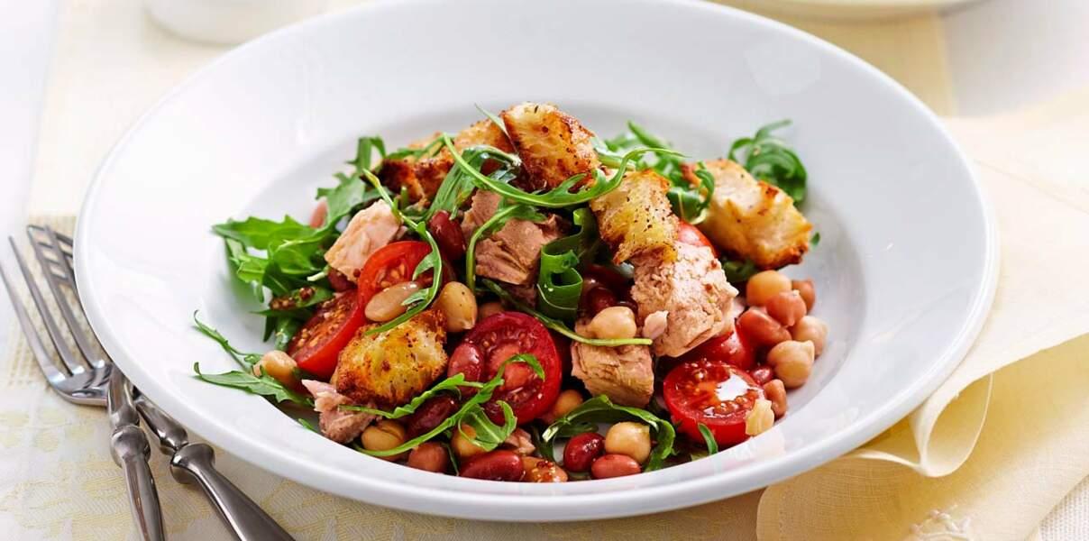 Salade de thon et légumes au pain grillé